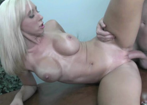 Slutty blonde Jessica nails her masseur