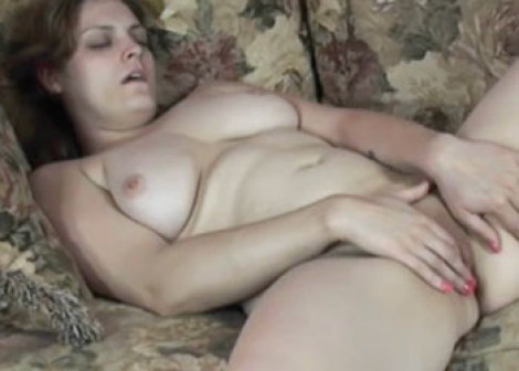 Curvy cutie Danni makes herself cum